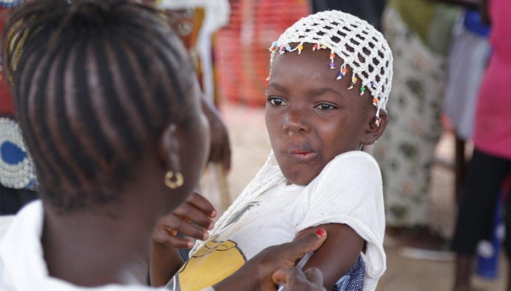 Guinea children take their measles shot