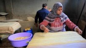 Un village égyptien renoue avec le papyrus