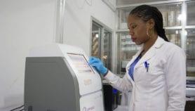 Des systèmes de virologie simplifiés pour le suivi du VIH