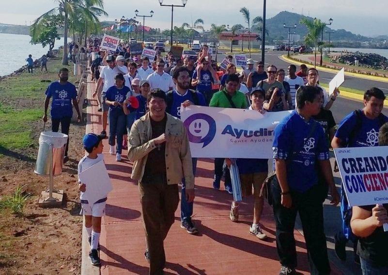 En Panamá, la marcha recorrió tres kilómetros a lo largo de la pintoresca Calzada de Amador, de la capital del país.