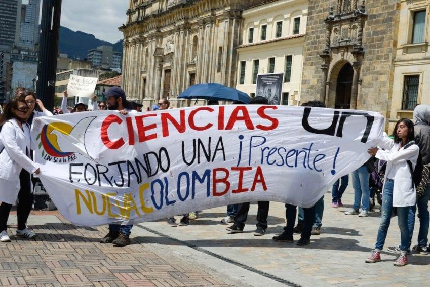 Unas 300 personas marcharon por Bogotá, igual que en otras cuatro ciudades colombianas (Barranquilla, Bucaramanga, Cali y Medellín).