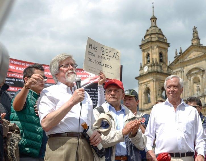 El presidente del Colegio Máximo de Academias de Colombia, Enrique Forero, y el de la Asociación Colombiana para el Avance de la Ciencia, Eduardo Posada, denunciaron la falta de políticas estatales para apoyar al sector de CyT.