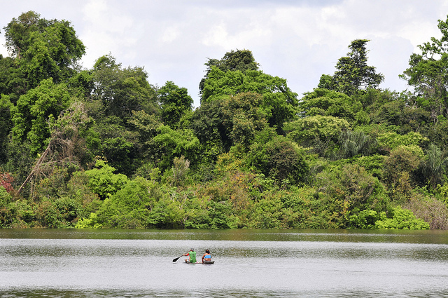 Amazonia y canoas CIAT International Center for Tropical Agriculture Neil Palmer Flickr.jpg