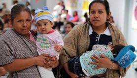 Bajo acceso a salud en mujeres indígenas mejora en sus hijos