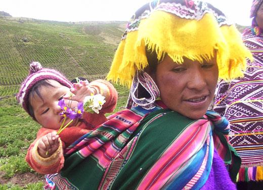 La mujer tiene un rol central, como transmisora de los usos, costumbres y conocimientos ancestrales