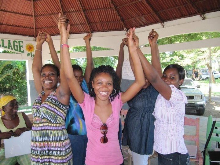 Tutoras haitianas VIH ETS Carmen Logie.jpg