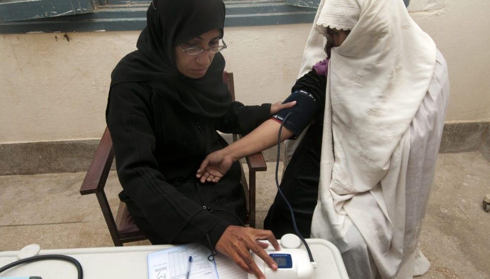 doctor and pakistani woman_panos