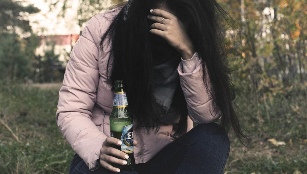 woman alcohol-main