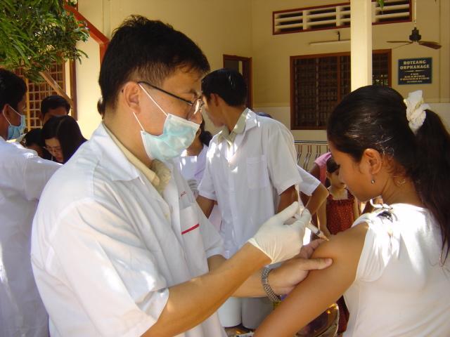 hepatitis_shot_flickr_cambodia4kids.org_640x480