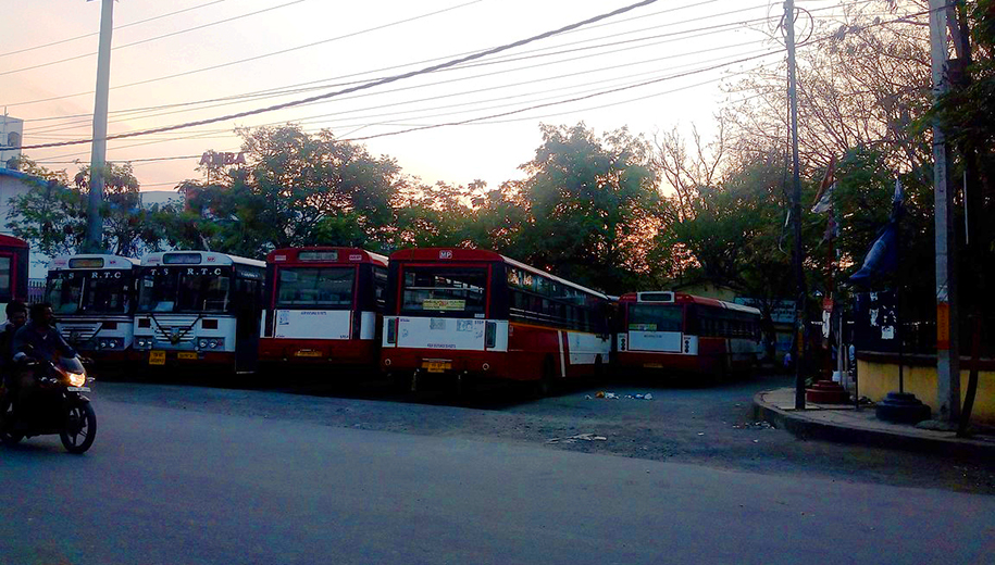 Hyderabad bus station COVID lockdown-main