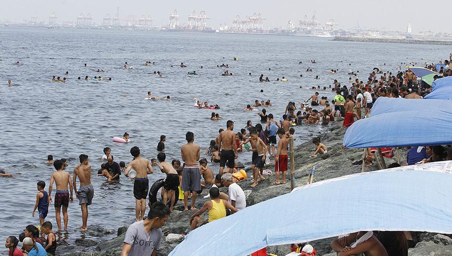 swimming in Manila bay - main