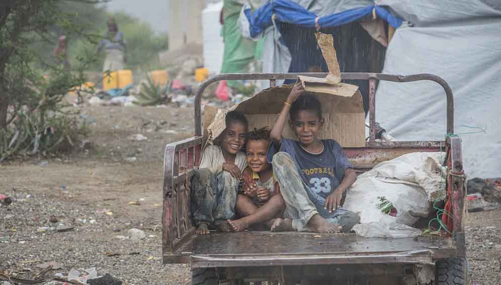 Yemeni kids - play - MAIN2