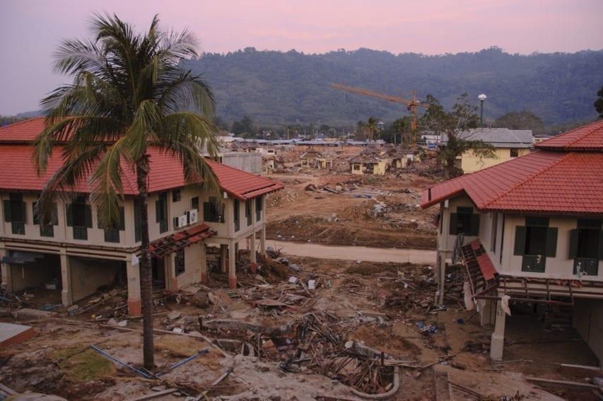 2004 tsunami through the lens of a thai resort