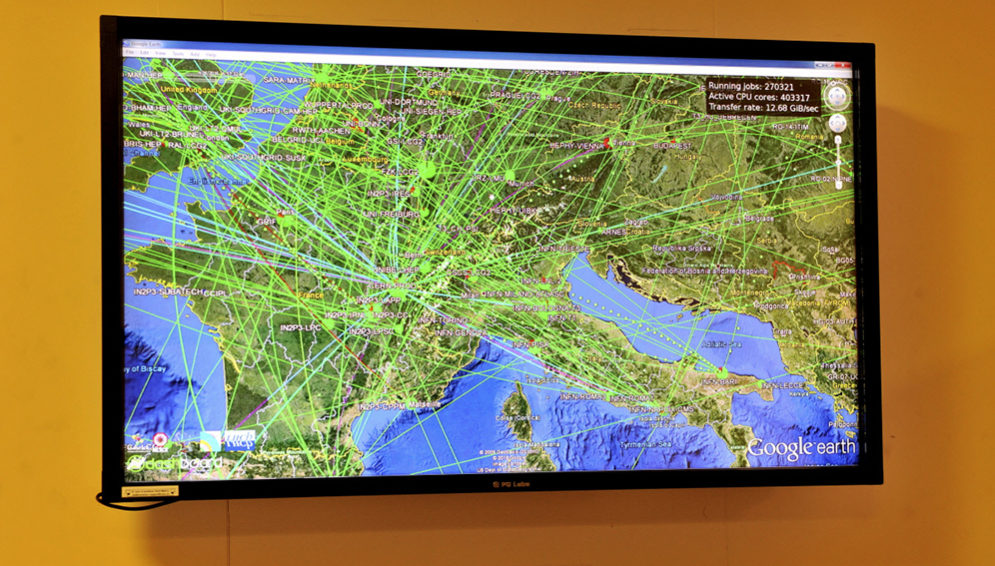 A live display of data movement at CERN - MAIN