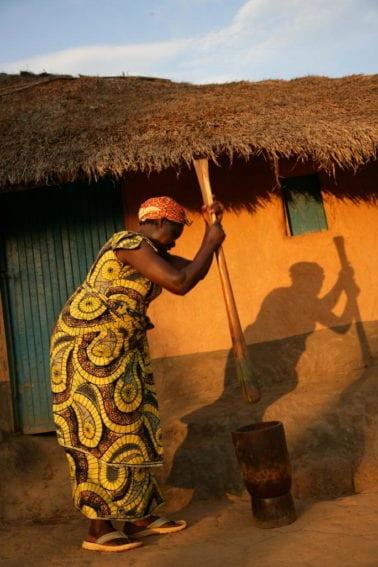 Congolese Woman Pounds Cassava Leaves_UN Photo_Martine Perret