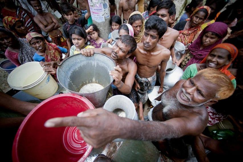 Crowd in Old Dhaka_Flickr_UN Photo_Kibae Park