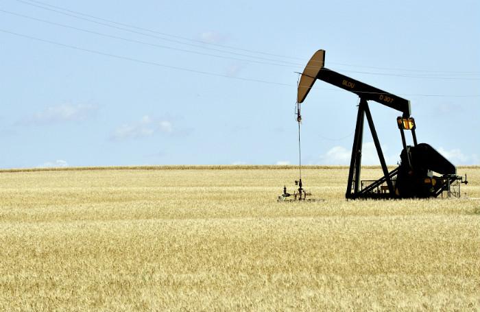 Fracking oil rig shale.jpg