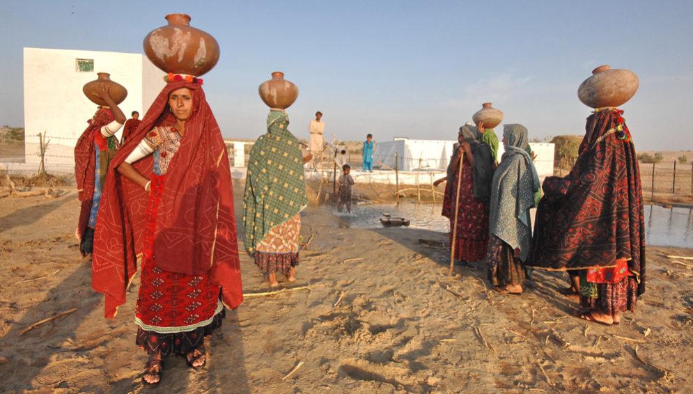Pakistan women water - main