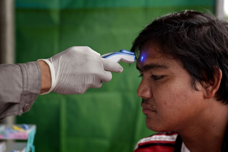 Using a Rapid Diagnostic Tests to test a migrant