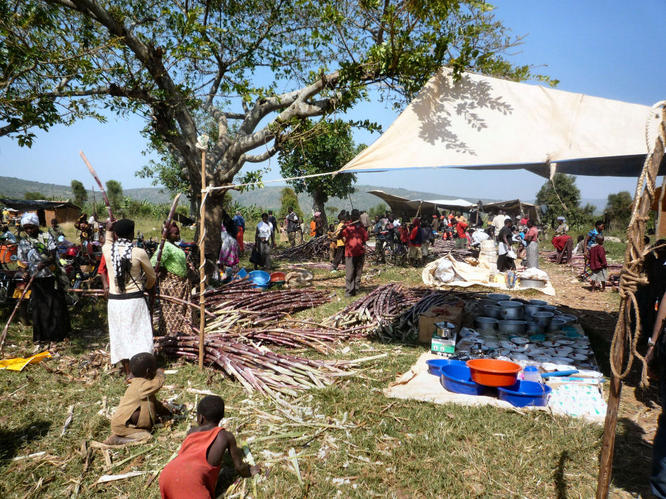 Juru weekly market in Nakivale refugee settlement.