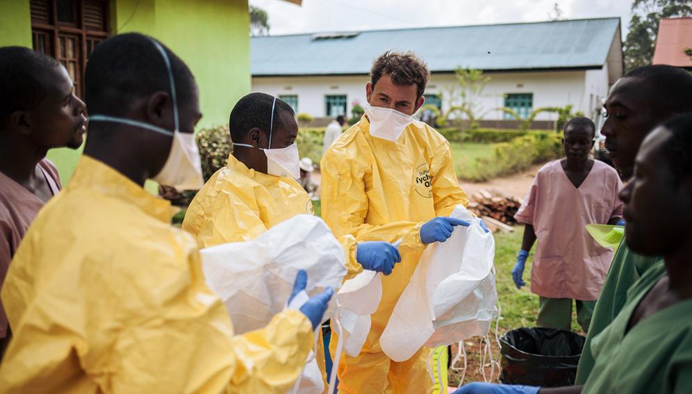 Health professionals in ebola outbreak - Main