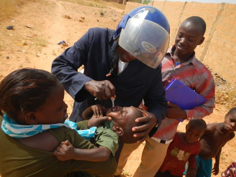 Drops of oral polio vaccine
