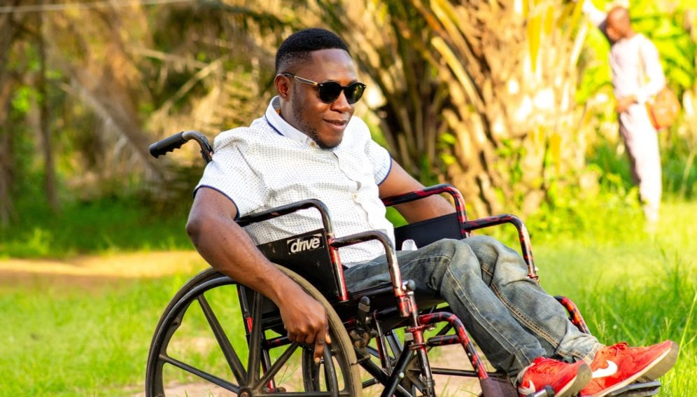 man-on-a-wheelchair-5073594_1920